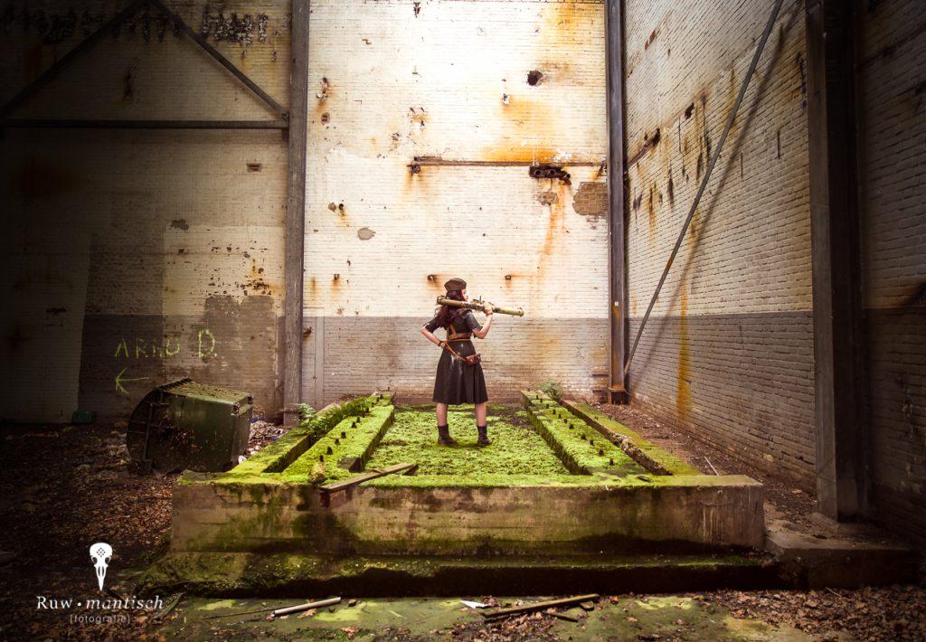 Dieselpunk Madmax post apocalyptic urbex steampunk vervallen industrieel stoer fotoshoot fotografie portretten portretfotograaf Ruwmantisch