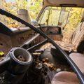 verlaten ruw rauw urbex vervallen www.ruwmantisch.nl ruwmantisch portret portretten portretfoto's fotografie fotosessie fotoshoot roest auto busje