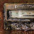 verlaten ruw rauw urbex vervallen www.ruwmantisch.nl ruwmantisch portret portretten portretfoto's fotografie fotosessie fotoshoot roest industrie energiecentrale afgebladderde verf meter