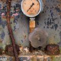 verlaten ruw rauw urbex vervallen www.ruwmantisch.nl ruwmantisch portret portretten portretfoto's fotografie fotosessie fotoshoot roest industrie energiecentrale metertje meter afgebladderde verf