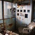 verlaten ruw rauw urbex vervallen www.ruwmantisch.nl ruwmantisch portret portretten portretfoto's fotografie fotosessie fotoshoot roest industrie energiecentrale generator controlepost kantoor