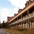 verlaten ruw rauw urbex vervallen www.ruwmantisch.nl ruwmantisch portret portretten portretfoto's fotografie fotosessie fotoshoot roest ziekenhuis sanatorium
