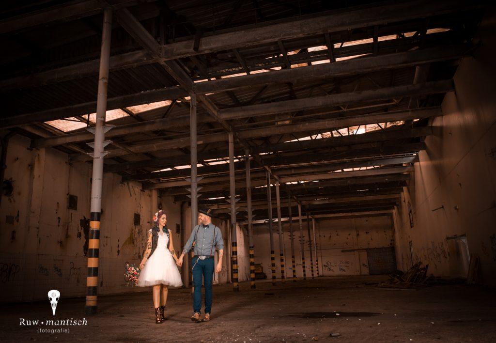 foto fotografen portretfotograaf vervallen ruw industrieel gezocht laten maken binnenlocatie aparte bijzondere bruidsfotografie trouwfotograaf Ruwmantisch Rawmantic Waalwijk Altena Heusden