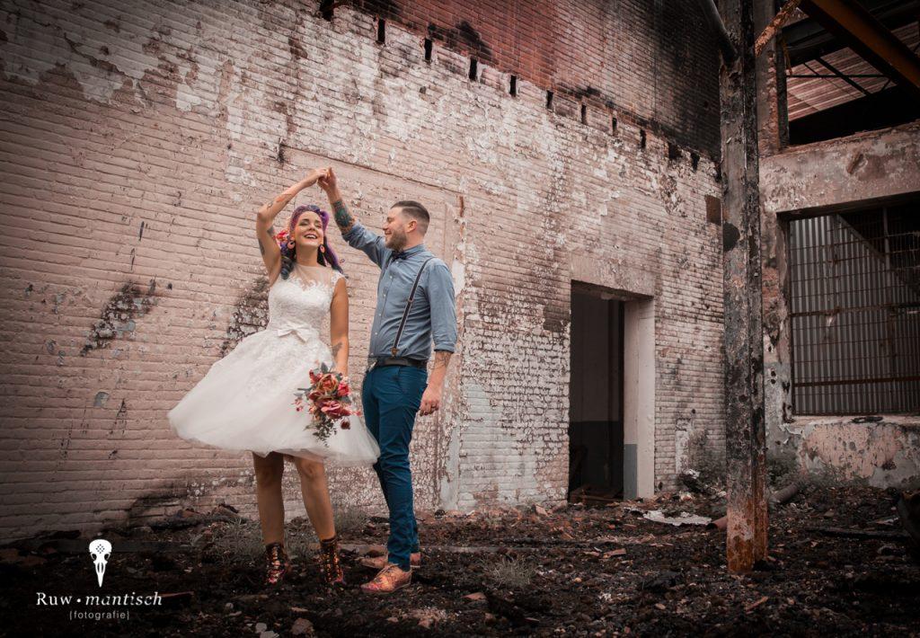 fotografie portretfotografie foto raw urban industrieel gezocht laten maken binnenlocatie aparte bijzondere trouwfoto bruidsfoto Ruwmantisch Rawmantic Den Bosch Dordt Gorinchem