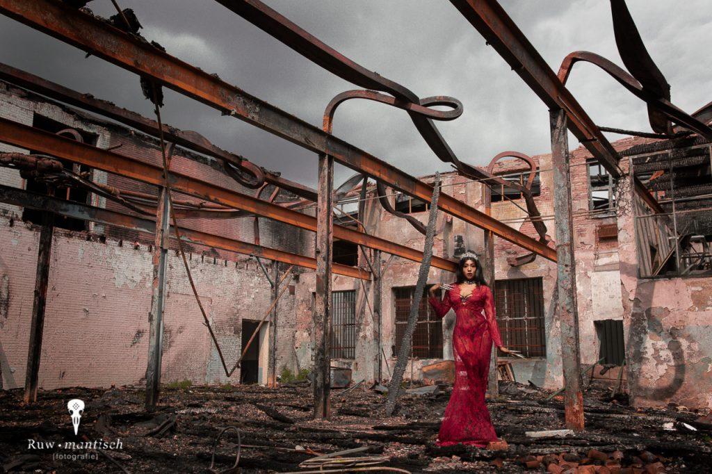 portretten Fotograaf fotoshoot vervallen ruw industrieel spontaan modern locatie aparte bijzondere boudoir lingerie Ruwmantisch Rawmantic Oosterhout Breda Tilburg