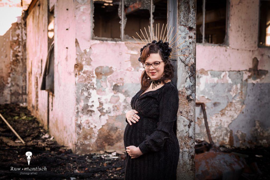 Ruwmantisch fotografie fotoshoot industrieel industriele locatie fotolocatie zwangerschap familie kind zwanger Breda Den Bosch Tilburg