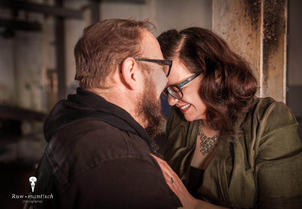 Ruwmantisch fotografie fotoshoot stoer industriele locatie fotolocatie loveshoot stelletje huwelijksaanzoek verloving Amsterdam Rotterdam den haag